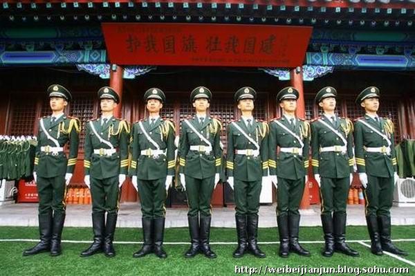 组图:天安门国旗护卫队积极备战新中国60周年庆典