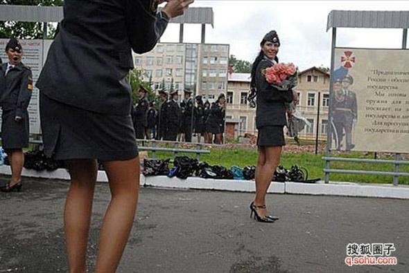陆军女兵军装图片大全 解放军陆军女兵新式军服更增秀