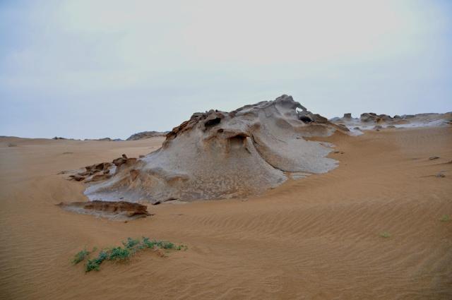 以上照片拍自海森楚鲁.海森楚鲁怪石城位于阿拉善右旗努日盖苏木境内